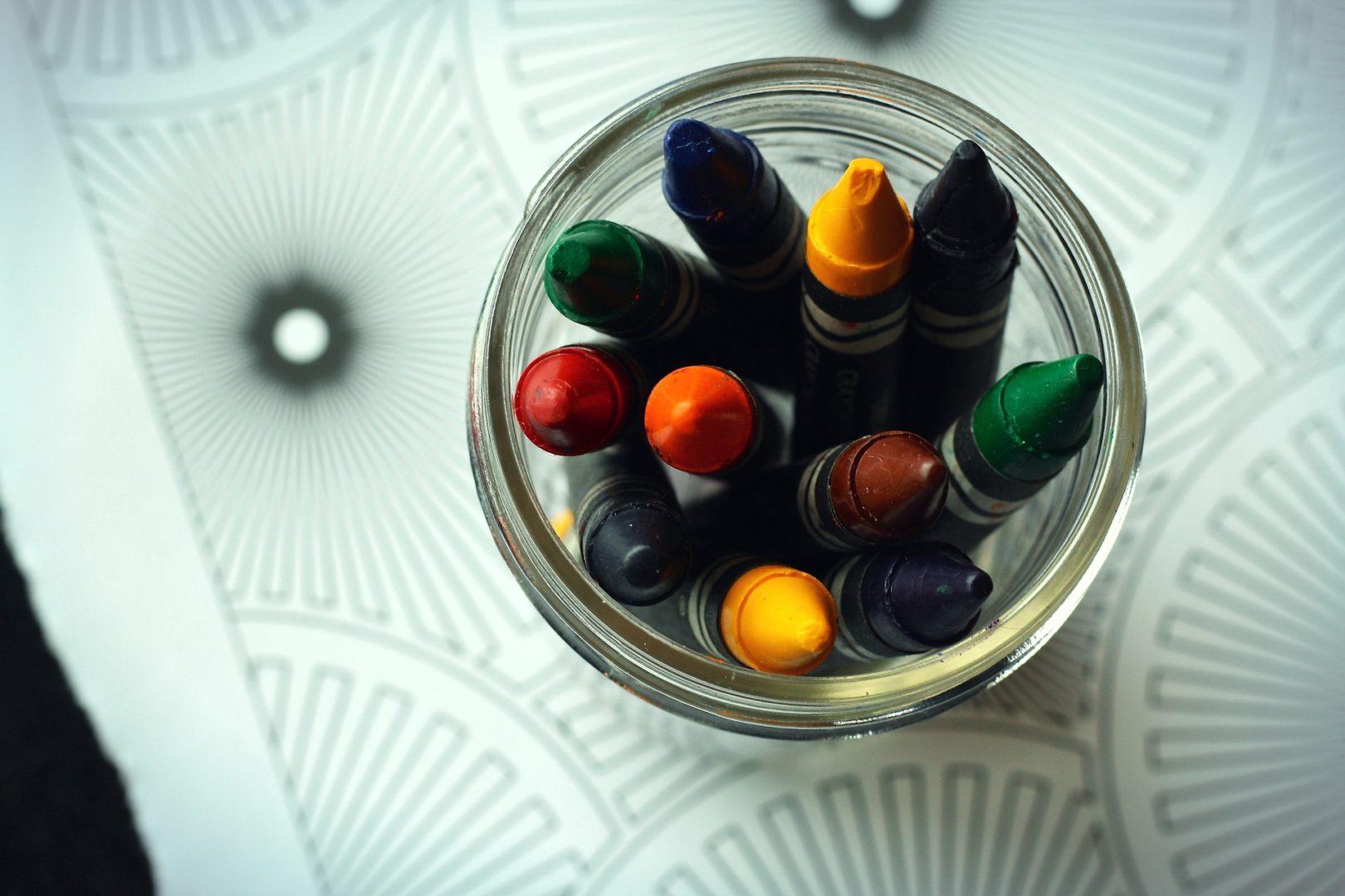 crayons-1444499_1920
