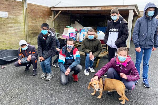 Les lycéens du dispositif Ulis visitent le refuge animalier de Landerneau