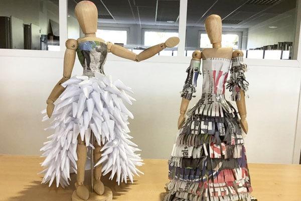Les élèves de la section mode exposent leurs œuvres en papier journal